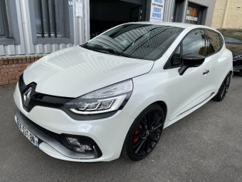 <strong>RENAULT CLIO</strong><br/>4  220 cv  RS Trophy