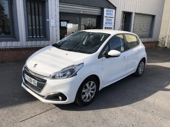 <strong>PEUGEOT 208</strong><br/>1.6 BlueHDi 75ch S&S BVM5 Business Pack